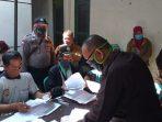 Polri dan TNI Kawal Pendistribusian Kartu Sejahtera Program Sembako Terdampak Covid-19